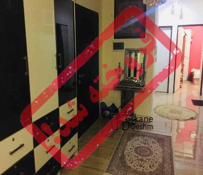 فروش آپارتمان دو خواب با قیمت مناسب در قشم | 82 متری | کمد دیواری ، پارکینگ ، انباری و آسانسورکابینت آشپزخانه شیک با ام دی اف مشکی شهرک نریمان قشم